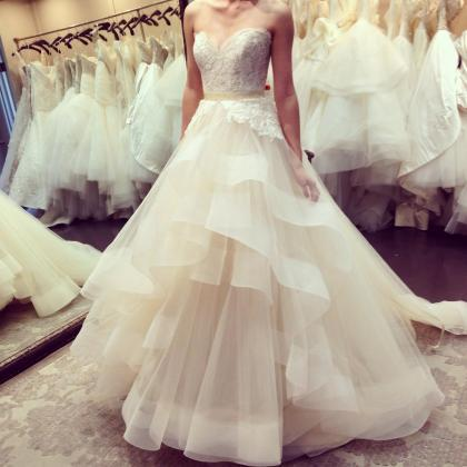 Sweetheart Neck Ruffle Wedding Dres..