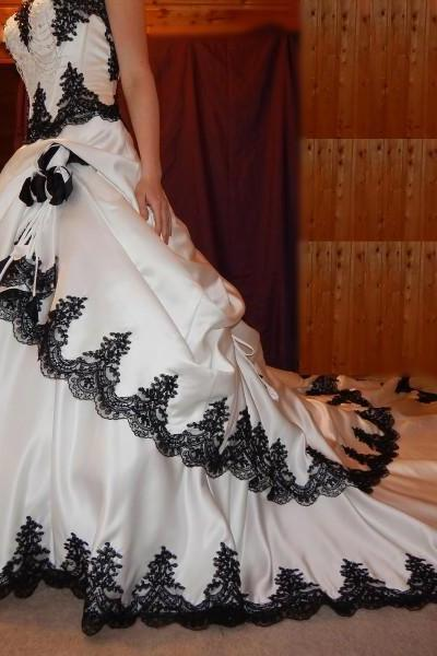 Strapless A-line Satin Wedding Dress Black Lace Appliques Women Bridal Gowns