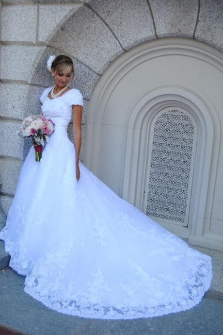 V Neck A-line Long White Tulle Lace Wedding Dress Short Sleeves Court Train Women Bridal Gowns