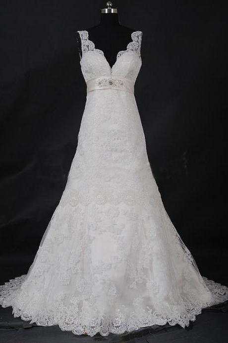 Charming Lace Bridal Dresses V-neck Appliques Wedding Dresses Court Train Bridal Gowns