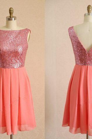 Knee Length Chiffon Homecoming Dresses with V-neck Back Style