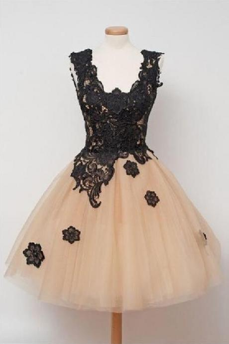 Champagne Short Tulle Homecoming Dresses with Black Appliques